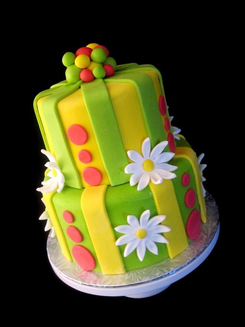 Striped-polka-dot-daisy-2-tier-birthday-cake